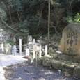 6.本殿前にある石段横の「泉神社湧水」
