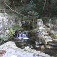 7.石段横の「泉神社湧水」